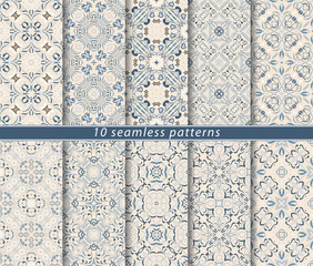 Seamless pattern in Arabic style. Ornaments of arabesques and ornate lines. Persian motifs for printing on fabric, paper or scrapbooking.