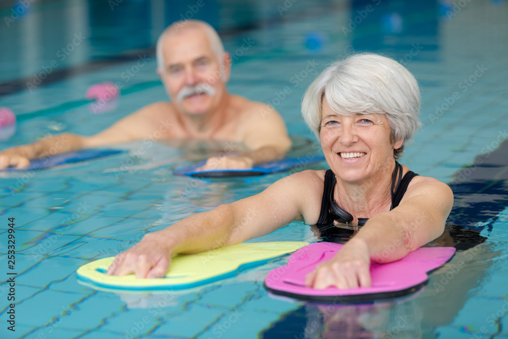 Fototapeta happy senior couple taking swimming lessons