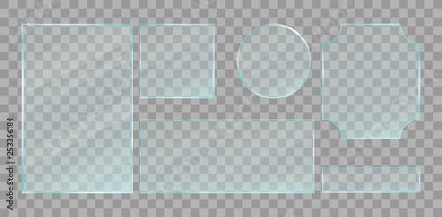 Fotografía  Realistic green transparent glass plates set
