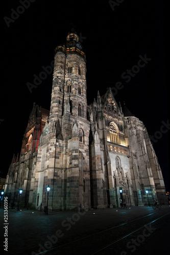 Fotografía  Cathedral of Saint Elizabeth at night, Kosice, Slovakia