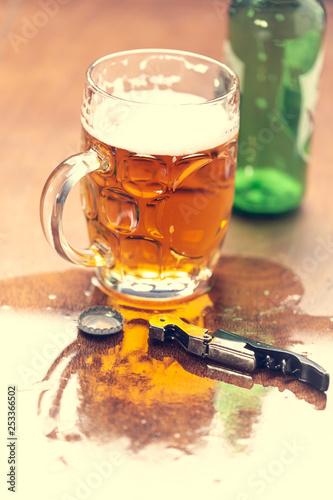 otwieracz-do-butelek-i-piwo-w-barze