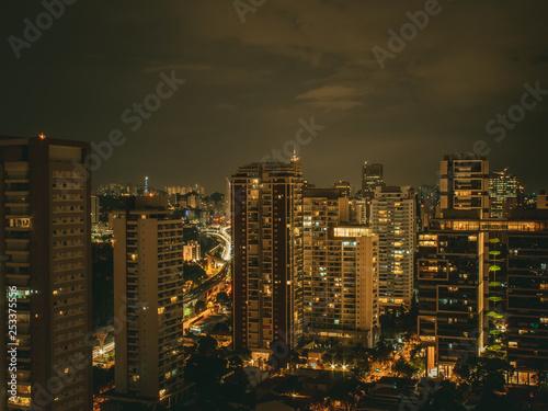 Fotografía  Noite iluminada na capital