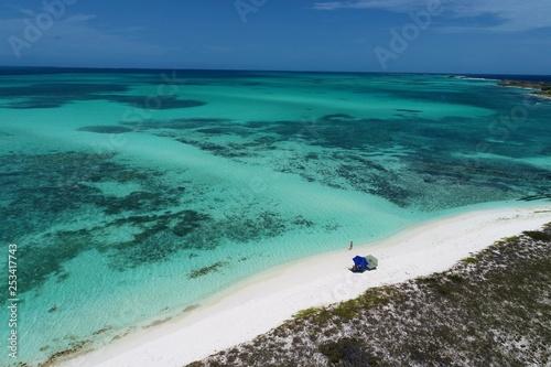 Los Roques, Morze Karaibskie, Wenezuela: wakacje, podróże, ośrodek, spokój, cisza. Tropikalna podróż. Opuszczona plaża. Cel podróży. Punkt turystyczny. Kartka pocztowa. Plaża Paradisiac.