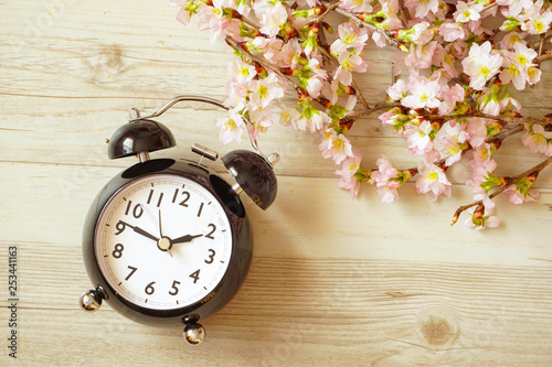 Valokuva  Sakura and a clock.  Spring time.  サクラと時計  春の時間