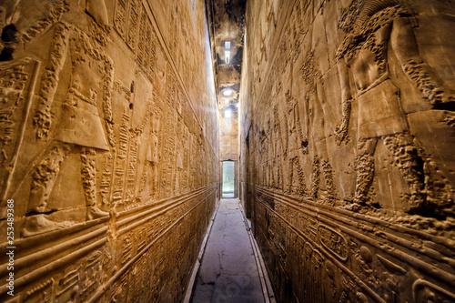 Photo Interior of the ancient egyptian Temple of Horus at Edfu, Egypt.