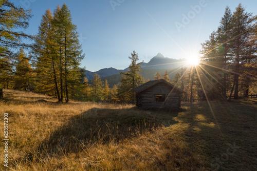 Heustadel bei Sonnenuntergang im Herbst