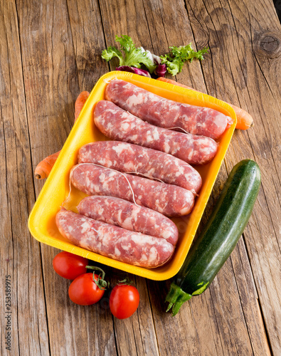 Photo pork sausages in polystyrene pan