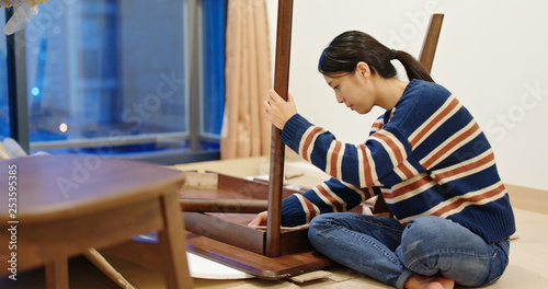 Photo  Asian Woman assemble the table at home