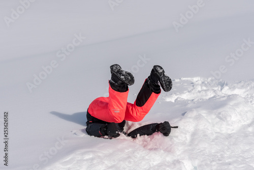 Pinturas sobre lienzo  Funny photo of a girl landing in the snow