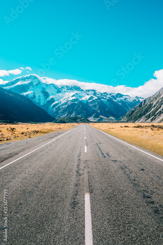 Photo Stands Turquoise Portrait of road leading into mountains