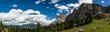 Panorama einer Gebirgslandschaft an einem sonnigen Tag