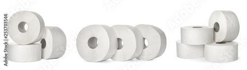 Fotomural  Set of toilet paper rolls on white background