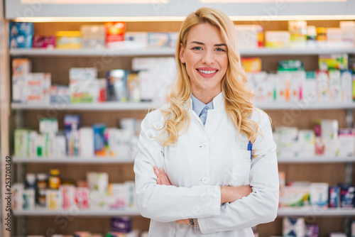 Poster Pharmacie Medicine, pharmaceutics, healthcare and people concept. Portrait of a happy female pharmacist.