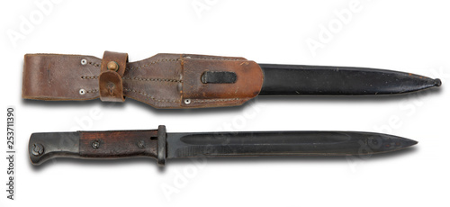 Foto bayonet of german ww2 rifle isolated on white background