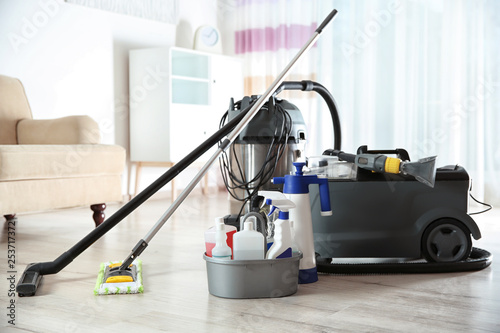 Cuadros en Lienzo  Professional cleaning supplies and equipment on floor indoors