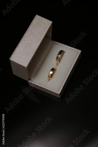 Photo Obrączki w białym pudełku