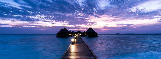 Wyspa Angaga Atoll dla relaksu na Oceanie Indyjskim. Malediwy