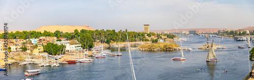 Assuan mit Blick auf Elephantine mit Segelschiffen in Ägypten am Nil, Kreuzfahrt Canvas Print