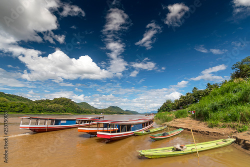 Foto  Tourist river boat on the Mekong River, Luang Prabang, Laos, Asia