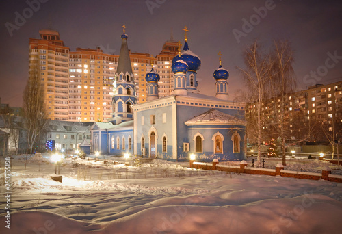 Foto auf AluDibond Bahnhof Orthodox church on the background of residential buildings