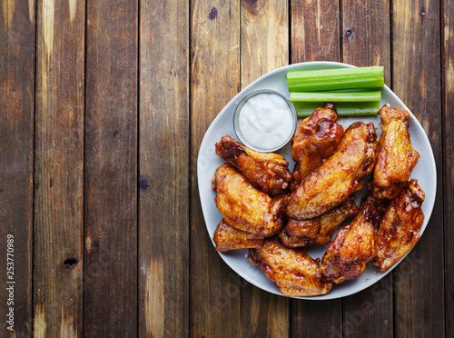 Photo buffalo chicken wings with ranch and celery in overhead composition including co