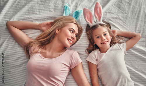 Fotografie, Obraz  Mother with daughter on bed