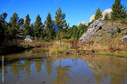 Fotografie, Obraz  Kleiner See in den Dolomiten, Südtirol, Italien, Europa