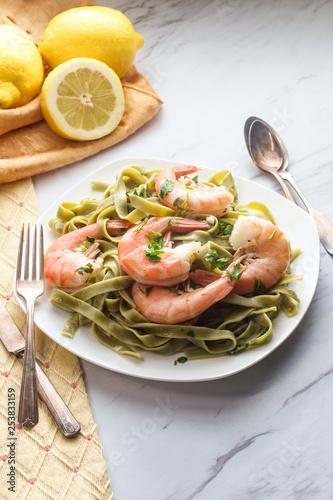 Stickers pour porte Pierre, Sable Shrimp Scampi Pappardelle Pasta