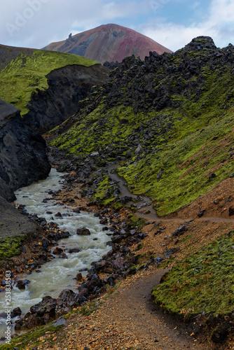 Fotografía  Wasserlauf in der Landmannalaugar, Island