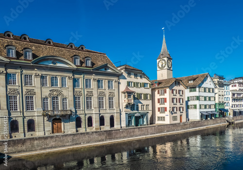 In de dag Brugge Zurich, a leading global city and among the world's largest financial centres despite having a relatively small population and while keeping a quaint, idyllic village-like atmosphere. Switzerland.