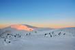 piękny wschód słońca, zima w górach