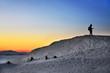 piękny zachód słońca, zima w górach