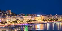 France, Provence-Alpes-Cote D'Azur, Cannes, Croisette, Boulevard De La Croisette In The Evening