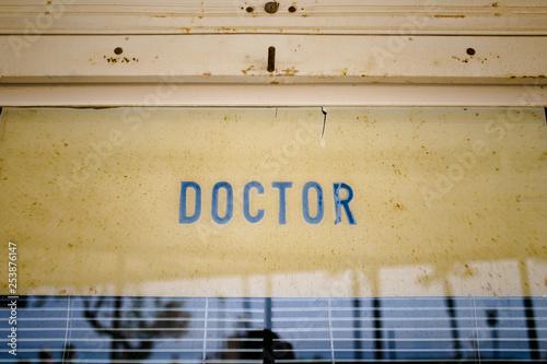 Fotografía  Doctor - Altes Doktor Schild