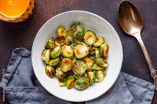 Cadres-photo bureau Bruxelles Top view of a ceramic bowl with roasted brussel sprouts on a table. The concept of healthy vegetarian eating.