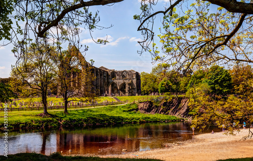 Photo  Bolton Abbey,ruin of 12 century Augustinian monastery in Yorkshire Dales,Great Britain