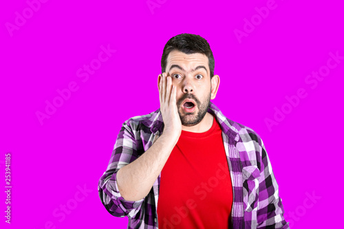 Photographie  Portrait of young bearded man with shocked facial expression