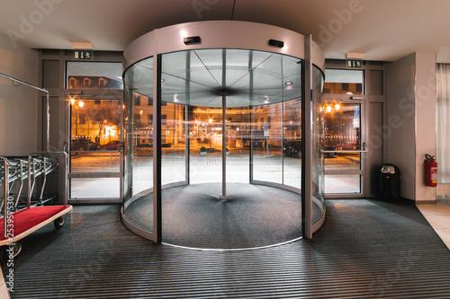 Fotografie, Obraz  Spinning door hotel entrance