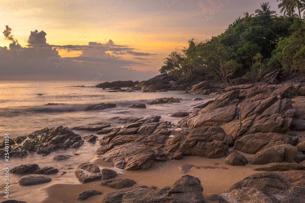 Fototapeta Sunset on the rocky beach