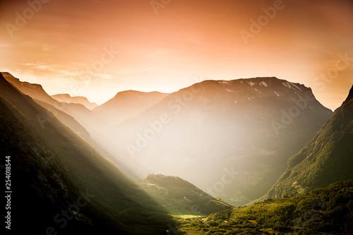 Foto op Plexiglas Europa Abendlicht im Gebirge