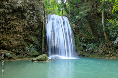 Keuken foto achterwand Watervallen Erawan Waterfall tier 3, in National Park at Kanchanaburi, Thailand