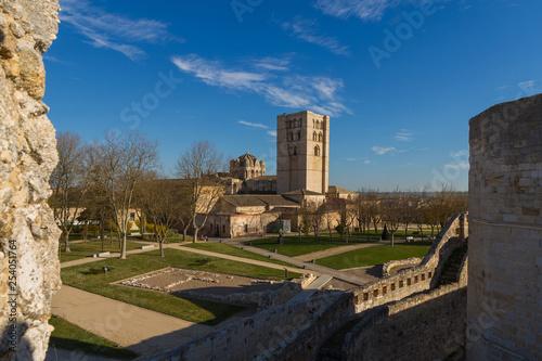 Fotografía  La Catedral de Zamora vista desde el Castillo Medieval. Españ
