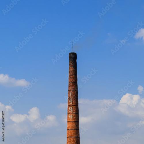 Fotografia  Brick brick factory furnace tube. Pipe kiln