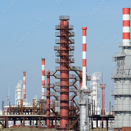 Fotografie, Obraz  Distillation columns, pipes and other equipment furnaces refinery