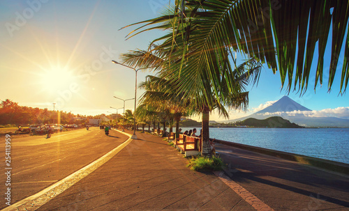 Fotografija Mayon volcano,view from Legazpi Boulevard view point,Philippines