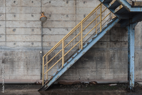 Metallic staircase and concrete wall