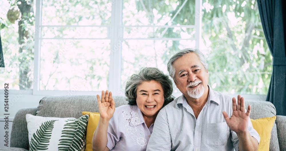 Fototapety, obrazy: senior couple say Hi look at camera