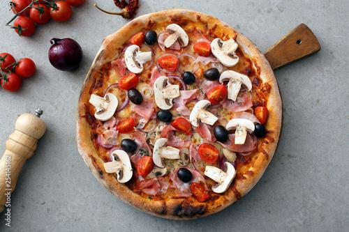 Vászonkép pizza tradizionale funghi e prosciutto