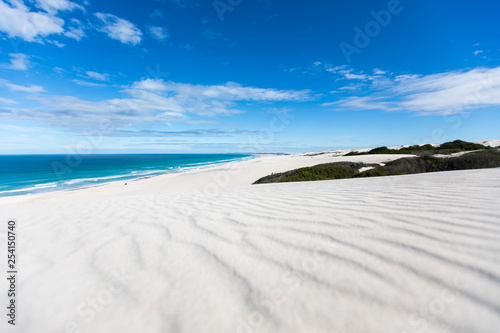 Fotografija De hoop nature reserve white dunes and crystal clear waters of the Indian ocean