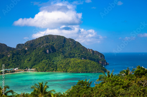 Photo  Panorama of Phi Phi don Thailand island, view point.